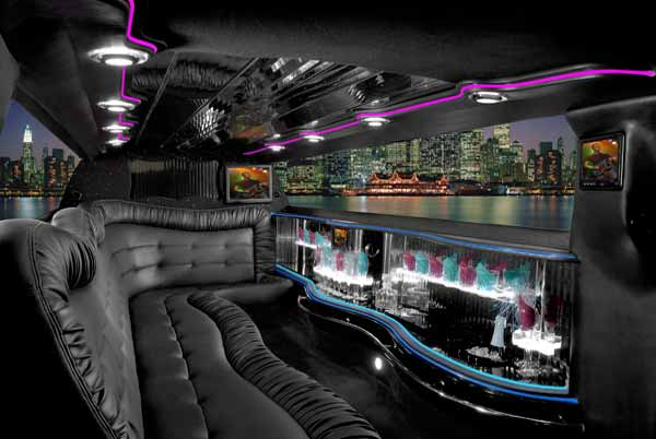Chrysler 300 limo interior Black Forest