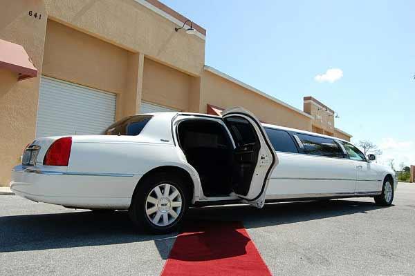 lincoln stretch limousine Peyton